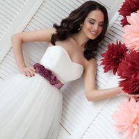 Пояс с розами в цвете Марсала и оформление фотозоны бумажными цветами