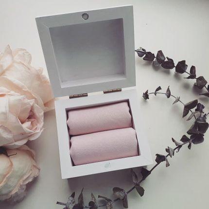 Белоснежная шкатулка с подушечками