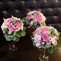 Композиции из живых цветов в вазах-мартинницах