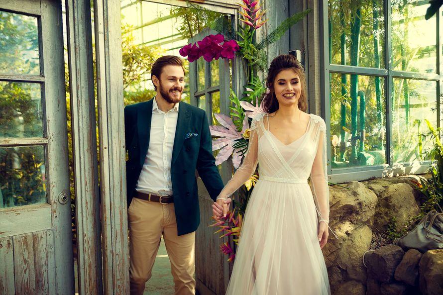 Свадебная прогулка в оранжерее Ботанического сада - фото 17084928 Фотограф Сергей Крючков