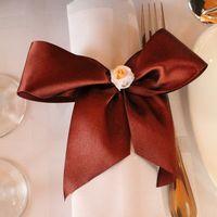 Оформление салфетки на гостевых столах