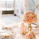 Золотой и корраловый в оформлении декора