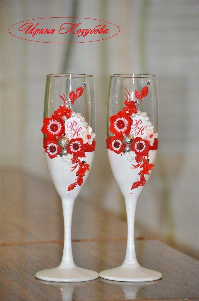 """Свадебные бокалы """"Афродита"""" в красно-белом цвете с рамками и инициалами. - фото 7531852 Свадебные аксессуары от Ирины Козубовой"""