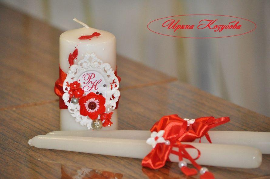 """Свадебные свечи """"Афродита"""" в красно-белом цвете с рамками и инициалами. - фото 7531862 Свадебные аксессуары от Ирины Козубовой"""