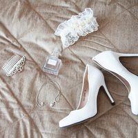 сборы невесты, утро невесты, артиленд, отель, образ невесты, туфли, гребень, духи, подвязка, колье, серьги, сережки