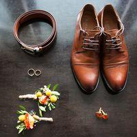 сборы жениха, утро жениха, образ жениха, осенняя свадьба, бутоньерка, аксессуары, обувь, туфли, запонки, кольца