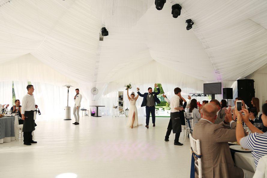 морская тема, морская свадьба, свадьба у воды, свадьба в шатре, декор, оформление, полоска, синий, морская звезда, cote d'azur, маяк, якорь, яхта - фото 15539678 Фото и видеосъёмка Fevish studio
