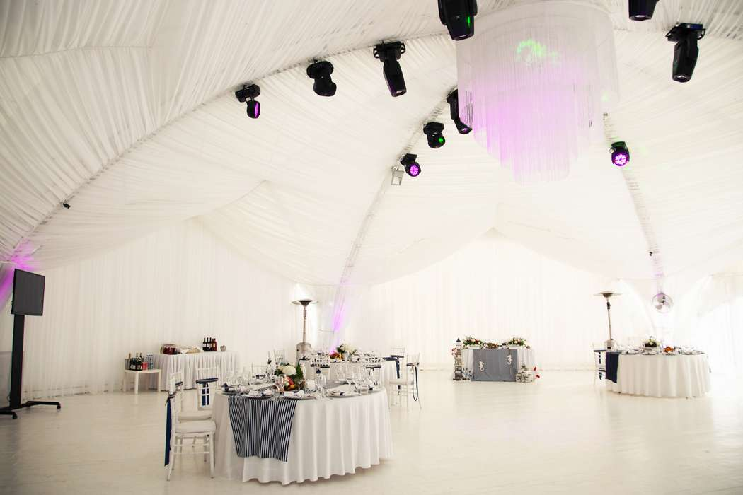морская тема, морская свадьба, свадьба у воды, свадьба в шатре, декор, оформление, полоска, синий, морская звезда, cote d'azur - фото 15539688 Фото и видеосъёмка Fevish studio