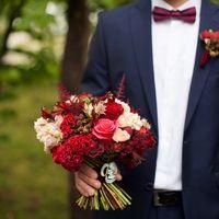 образ жениха, костюм, бабочка, бордовый, марсала, винный, бутоньерка, лесная свадьба