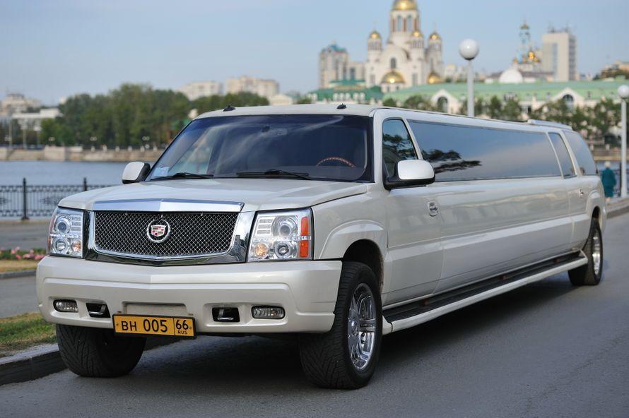 Cadillac Escalade Лимузин длиной 11 метров, на 20 персон. 3 плазменных панели, DVD, 3 бара, караоке. Эффекты в салоне: звездное небо, лазерное шоу, шаровые молнии, страбоскопы, электрокамин, аквабар, неоновая подсветка. - фото 7555240 Авторай - аренда авто