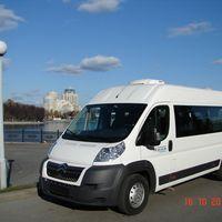 Микроавтобус Citroen Jumper белого цвета 18 пассажирских мест, кондиционер, ремни безопасности Стоимость аренды от 800 руб./час, межгород 18 руб./км Подробности по тел 268-10-05
