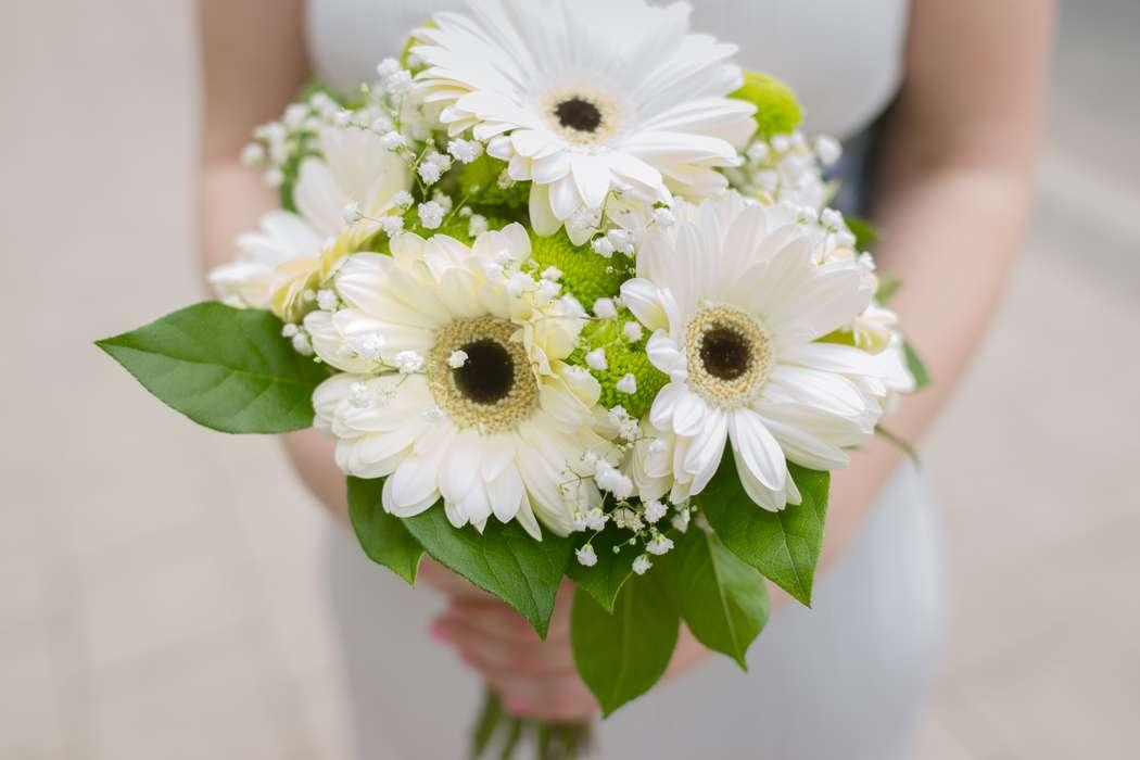 Нежный, свадебный букет белая герберы фото