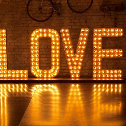 Аренда букв Love