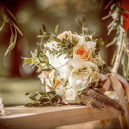 Букет невесты с розами и амарилисом