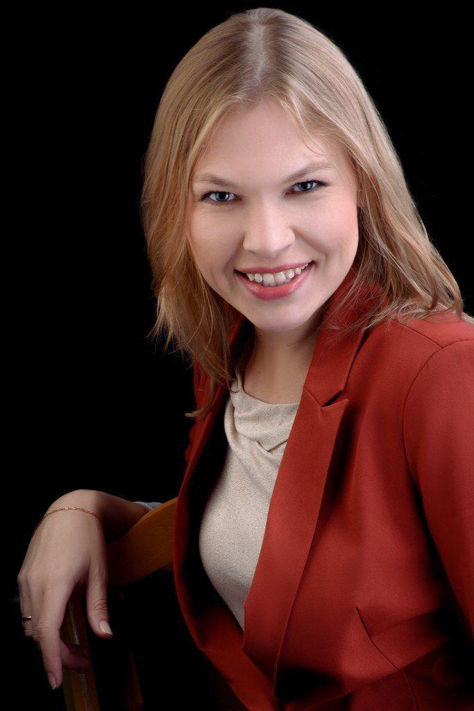 Стильная, яркая ведущая - фото 8312442 Ведущая Ольга Сосина