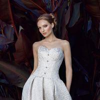 Платье Faenza - это платье с юбкой тюльпан с кармаными, заниженным корсетом и необычным кружевом
