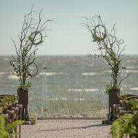 Выездная церемония на Финском заливе. Свадебная арка эко-стиль.