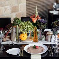 Декор свадебного банкета в эко-стиле. Украшение гостевых столов. Цветочные композицииНа банкете на столах декором можно любоваться и даже есть.