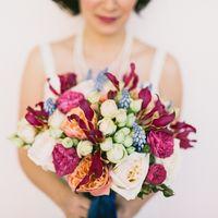 Обаятельная невеста Марина с нашим роскошным букетиком.  ФОТО: Евгений Юлкин   (812) 92 337 87