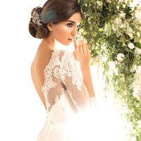 """Невероятно изящное и легкое пышное свадебное платье """"принцесса"""" с роскошным шлейфом и кружевным верхом. Спинка платья оформлена V-образным вырезом, платье с нежными рукавами """"три четверти"""". Образ дополняет тоненький пояс на талии. Идеальный образ для неве"""