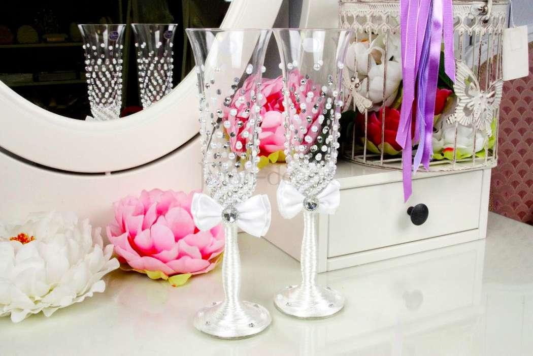 Как украсить свадебный бокалы