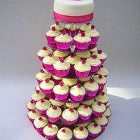 """Торт """"Малиновая любовь"""", украшенный сахарными розами"""