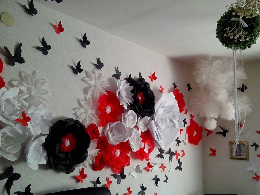 Фото большие цветы на стенах