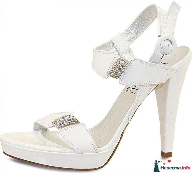 Белые босоножки на высоком каблуке, босоножки украшенные вставками с - фото 92803 Невестушка