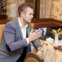 Ведущий,позитивный, энергичный, привец и автор своих песен Дмитрий Жданов!)  Дима спасибо тебе огромное за 3 увлекательных часа!) Всем очень понравилось!)