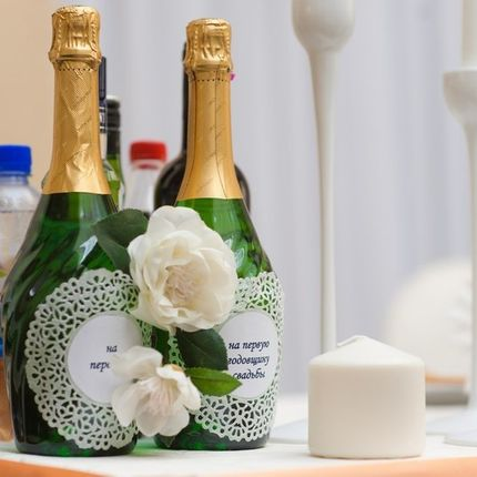 Декор бутылок алкоголя на президиум