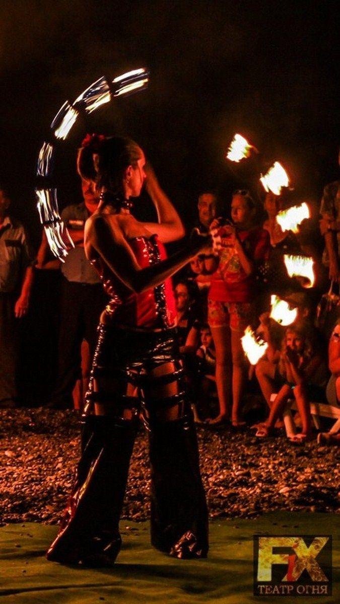 Огненное шоу в Сочи - фото 980387 Театр огня и пластики Fix - фаер шоу