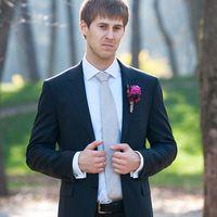 Жених в модном костюме. Фотограф Антон Неупокоев