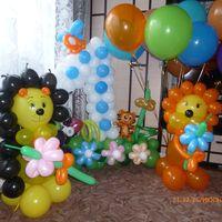 Оформление торжества воздушными шариками и тканью