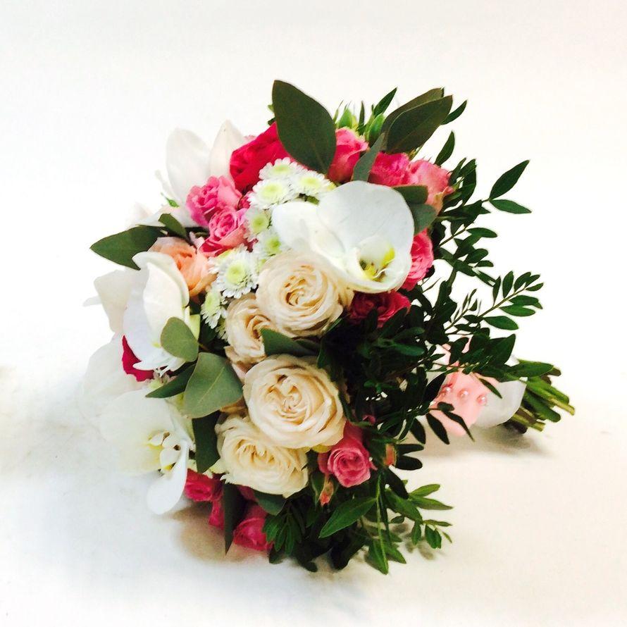 Букеты невесты в яркой цветовой гамме