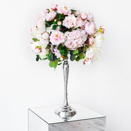 Цветочная композиция из белых и розовых пионов