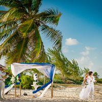 символическая церемония на берегу карибского моря с пальмами, фотограф в мексике