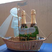 Кораблик под шампанское. Сплетен из лозы, ручная работа.