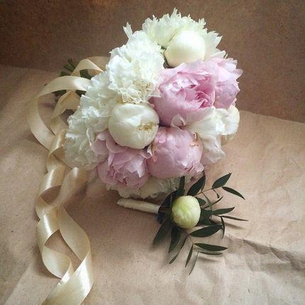 Букеты невесты и бутонерка в подарок