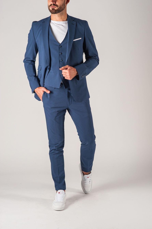Стильный синий костюм