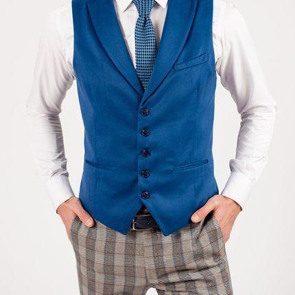 Мужской жилет ярко синего цвета