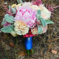Изящный и уютный букет для Марии) Пионы, пионовидная роза, астильба, гвоздика, кустовая роза и стахис