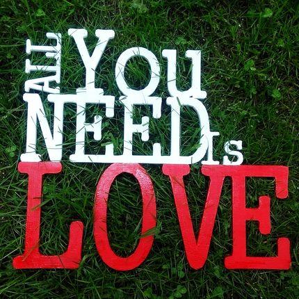 Надпись All you need is love