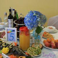 Букетики  и номерки на столы гостей  каждого цвета радуги