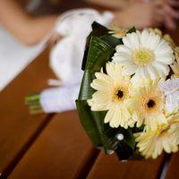 Букет невесты из белых и желтых гербер