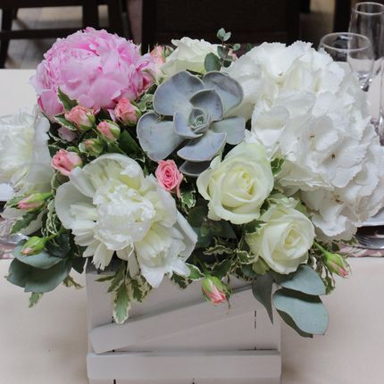 Оформление столов цветочными композициями в стиле рустик, цена за 1 шт