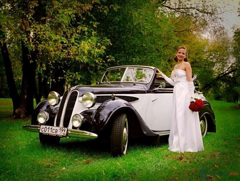 """Черный """"BMW"""" на фоне осеннего парка и счастливой невесты. - фото 60550 Stasy09"""