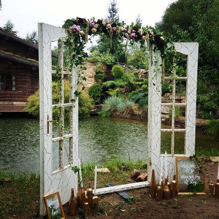 Оформление места церемонии живыми цветами