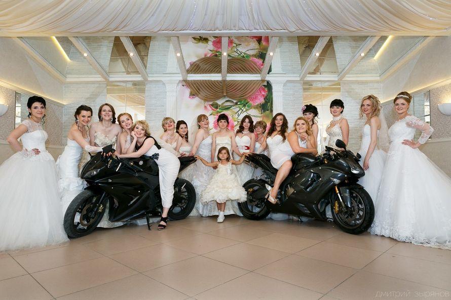 Две потрясные Маргариты на шикарных мотоциклах на фоне прекрасных невест........ - фото 11600058 Выездной салон красоты