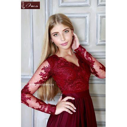 Длинное платье с боковым разрезом