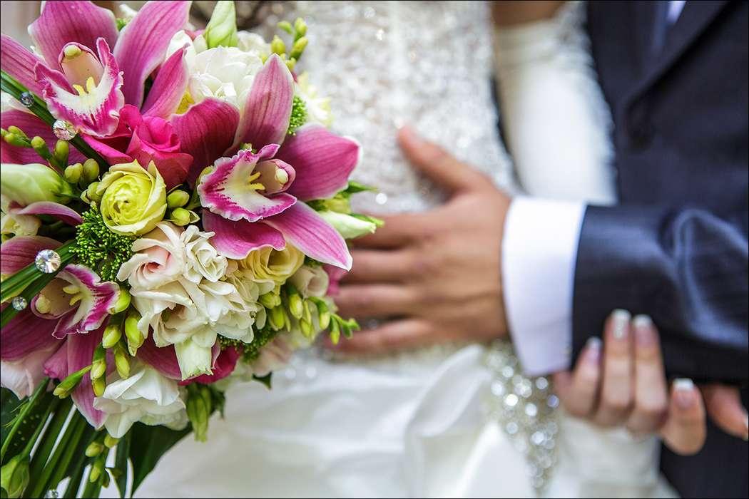 Букет невесты из розовых орхидей, белых фрезий и желтых роз - фото 2199586 Литвак Олег Фотограф